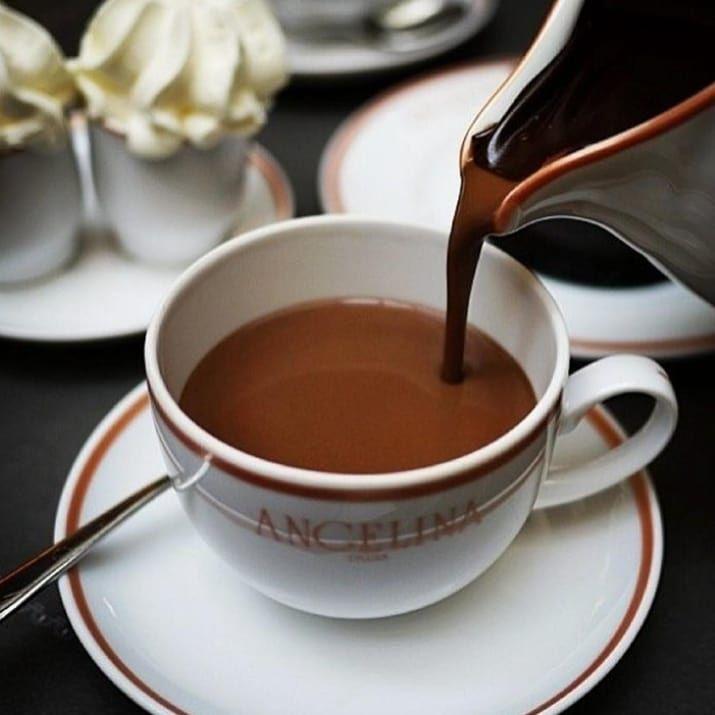 "горячий шоколад в кафе ""Angelina"""