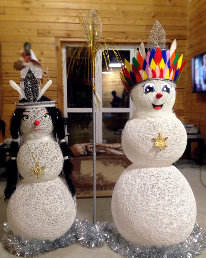 снеговики-индейцы из ниток для тематической вечеринки