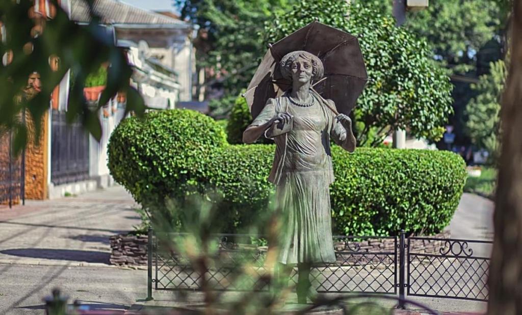 Таганрог памятник Ф. Г. Раневской